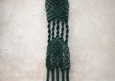 zielona makrama wall hanging